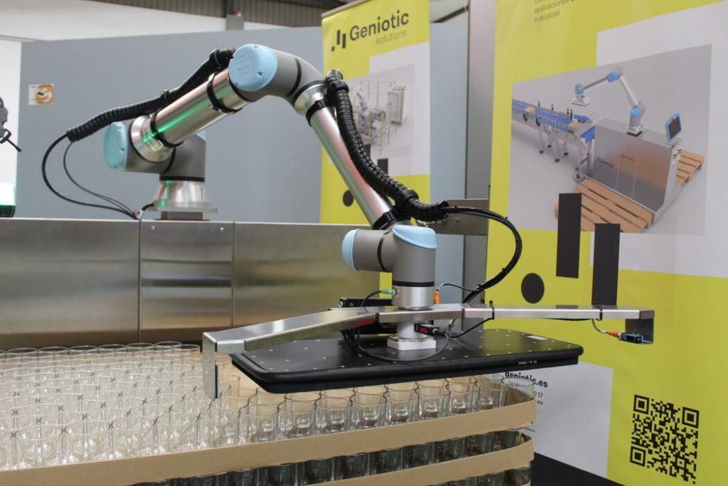 ROBOT UNIVERSAL ROBOTS 1JPG